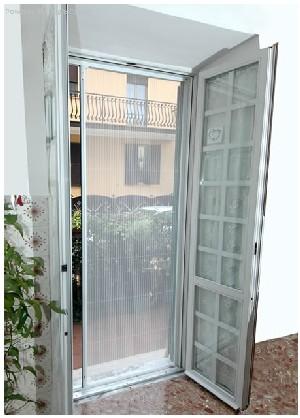 Zanzariere a roma for Zanzariera porta finestra