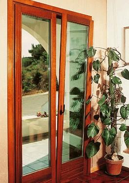 Infissi finestre in legno a roma for Finestre a bilico verticale