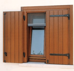 Infissi finestre in legno a roma for Infissi esterni in legno