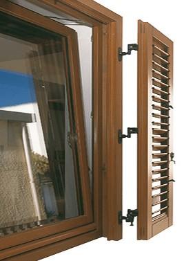 Infissi finestre in legno a roma for Attrezzo per pulire le persiane