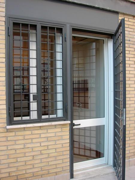 Infissi a roma in alluminio legno pvc - Griglie per finestre ...